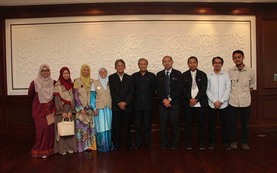 Kunjungan ziarah ahli misi WBG di pejabat Tun Mahathir
