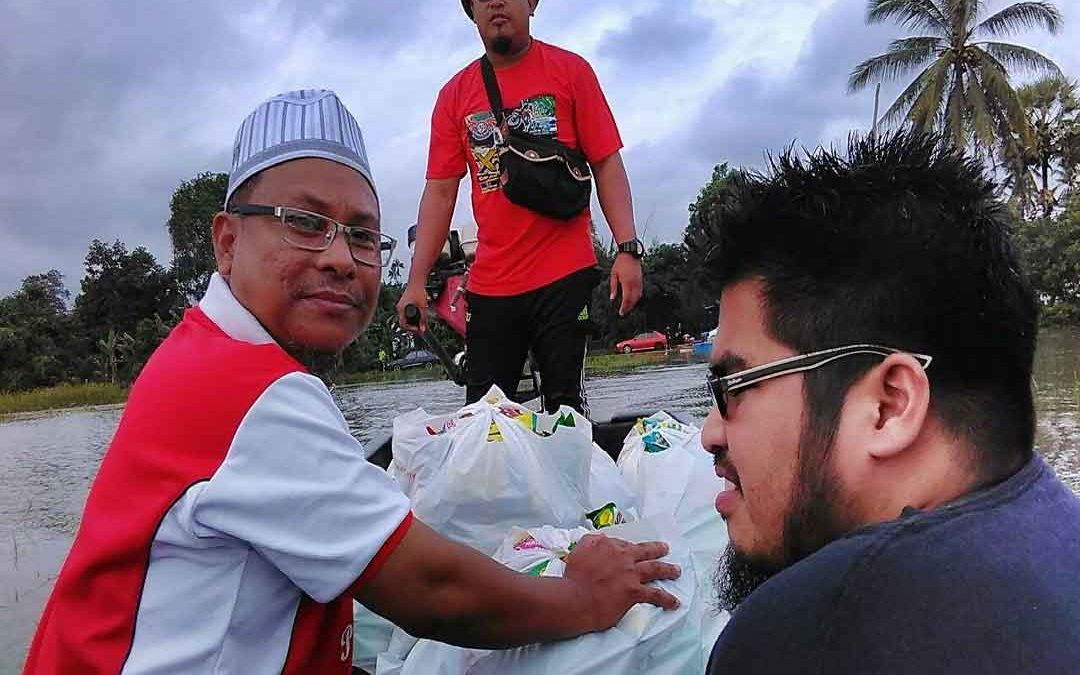 Bantuan untuk mangsa banjir