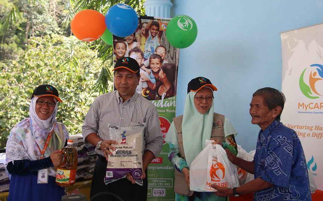 Bantuan pek makanan & duit raya kepada Orang Asli Hulu Kemensah