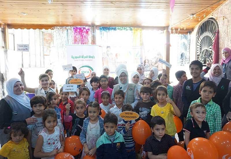 Penyampaian penajaan anak-anak yatim Syria