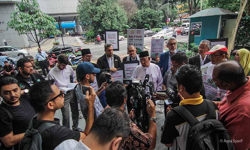 Serahan memo bantahan kepada Kerajaan Britain di Kuala Lumpur