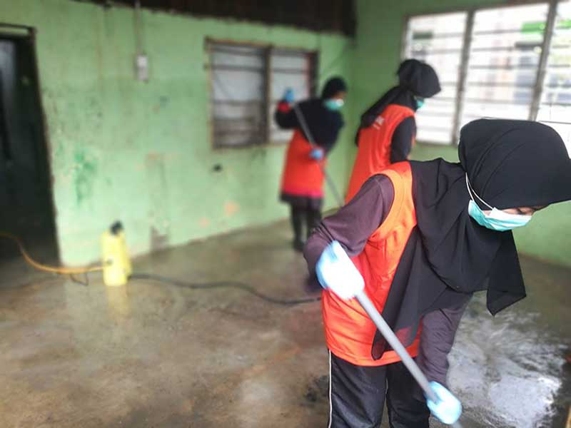 Misi Banjir Utara bersihkan rumah penduduk kampung