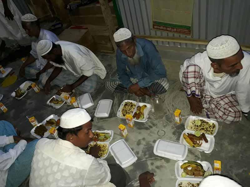 Iftar Perdana untuk pelarian Rohingya di Cox's Bazaar