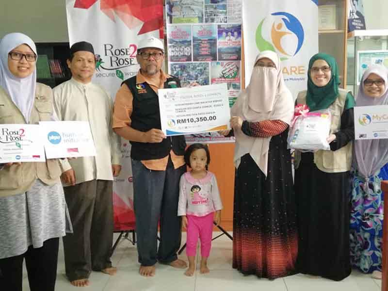 Rose2Rose MyCARE sumbang set telekung solat untuk Lombok