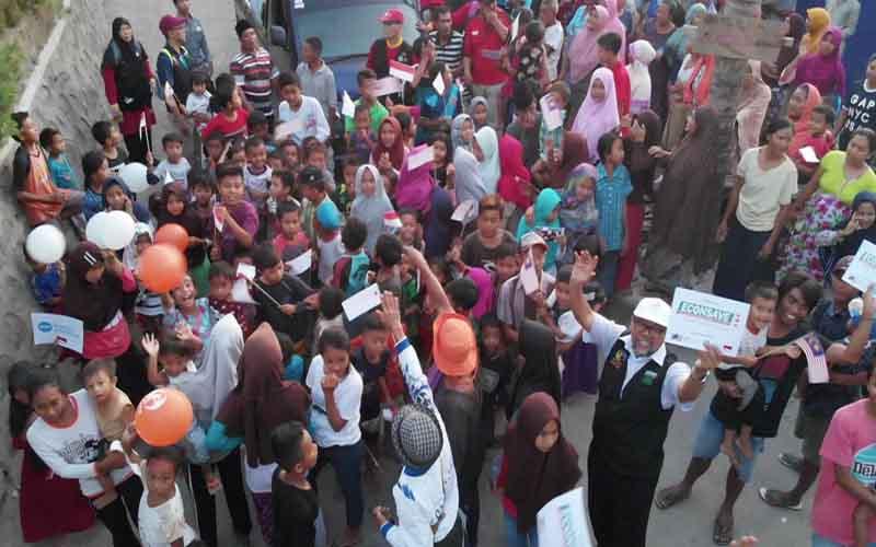 Econsave serahkan sumbangan di Lombok