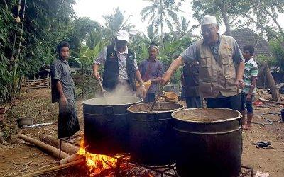 Gotong-royong masak untuk iftar di Lombok