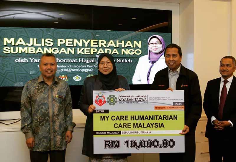 Majlis penyerahan sumbangan NGO, MyCARE terima RM10,000