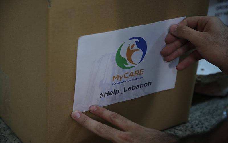 Fasa pembungkusan kedua pek makanan untuk mangsa letupan Lubnan